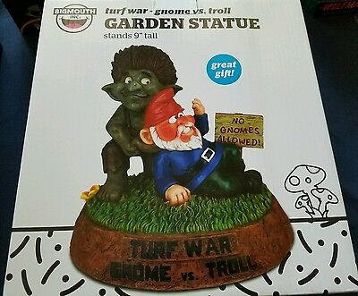 "Garden Gnome - turf war ""gnome  vs. Troll"""
