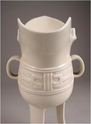 Very Fine Japanese Ceramic Shaku, Jue Koro by Shou Late Meiji