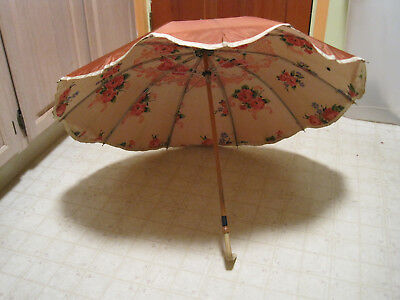 Vintage Nylon Umbrella/Parasol 10 Spoke Bakelite Handle Light Rust Floral Lining