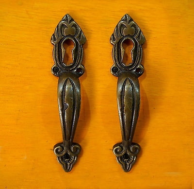 Set of 2 pcs Vertical Vintage Handle with Key hole Cabinet Drawer Handle Pulls