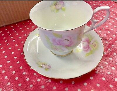 NEW ROYAL WESSEX CAMELLIA Tea cups/saucers ☕️With gold plated edging to it all