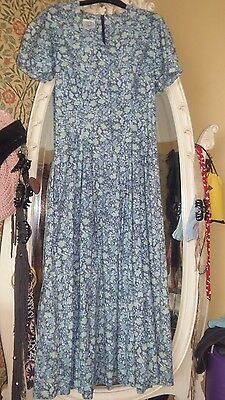 Beautiful vintage Laura Ashley floral midi dress. Size 10. Fitted. Blue floral.