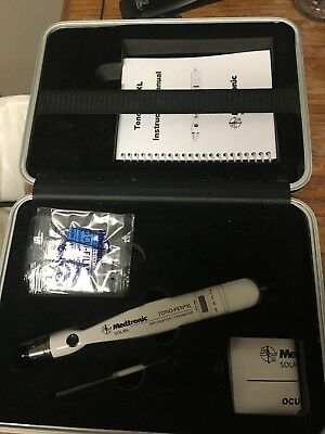 Medtronic TonoPen XL Tonometer. comes w/ case and manual