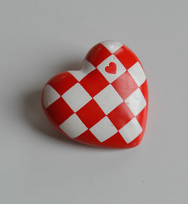 VINTAGE 1985 Hallmark puffy heart red & white checkerboard plastic brooch pin