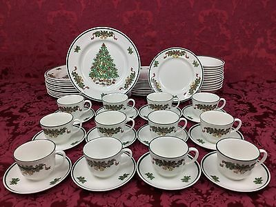 Johnson Brothers Victorian Christmas 60-Piece Dinnerware Set for TWELVE