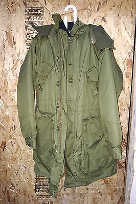 Used Canadian Army Parka  Extreme Cold Weather  Combat  Medium Short 67/40