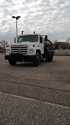 International S1654  Oil distribution truck Etnyer Black topper