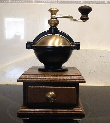 Molino de Cafe firma  ROBERT ZASSENHAUS Nr. 169 LA PAZ. Antique Coffee Grinder