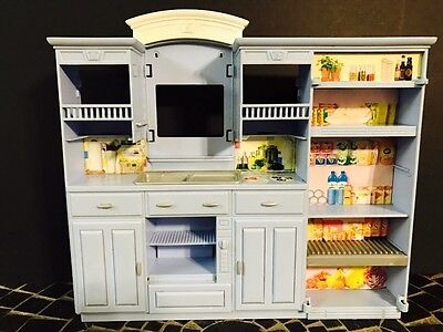 2002 Barbie Happy Family Play All Day Kitchen Playset