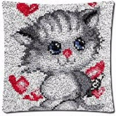 """Latch Hook Complete Cushion Cover Kit""""Grey Kitten with Hearts"""" 43x43cm"""