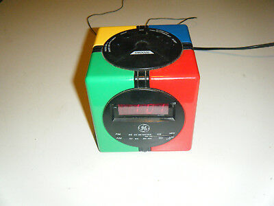 General Electric Cube Clock Fm Am radio Good Condition