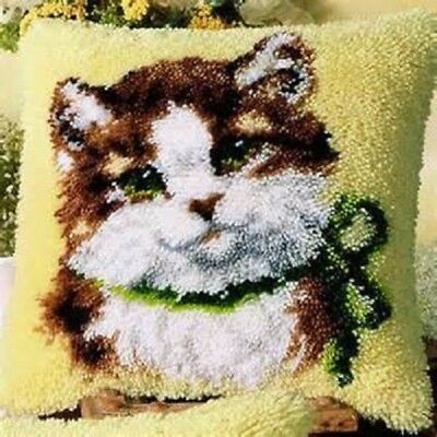 """Latch Hook Complete Cushion Cover Kit""""Kitten with Green Bow""""43x43cm"""