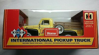Home Hardware 1954 International Pickup Truck Mint!! Diecast 1:25 Coin Bank Rare