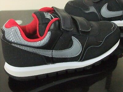 Boys Nike Md Runner Black Strap Up Sports Casual Games Pe Trainers Size 10 - 2.5