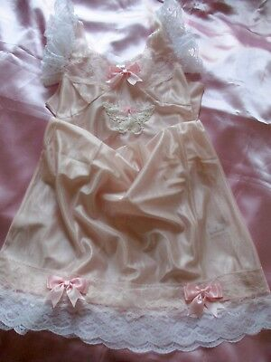 BEAUTIFUL VINTAGE NYLON SLIP PINK with PRETTY LACE & BOWS SIZE 18 STUNNING******