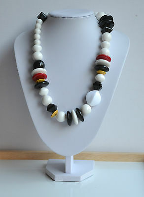 GORGEOUS VINTAGE 80's MASSIVE RESIN NECKLACE STATEMENT WHITE BLACK RED YELLOW