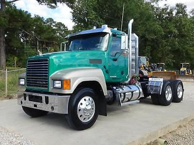 2014 Mack Pinnacle Chu613 Day Cab Semi Truck