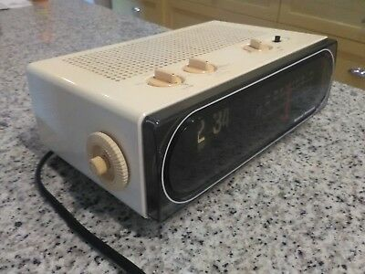 vintage/retro flip am/fm clock radio