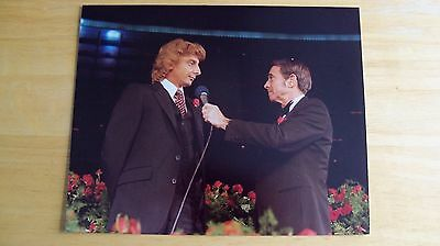 Barry Manilow photo being interviewd by Army Archerd candid