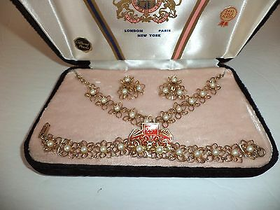Vintage Gold Tone Faux Pearl Daisy Jewelry Set In Velvet Box
