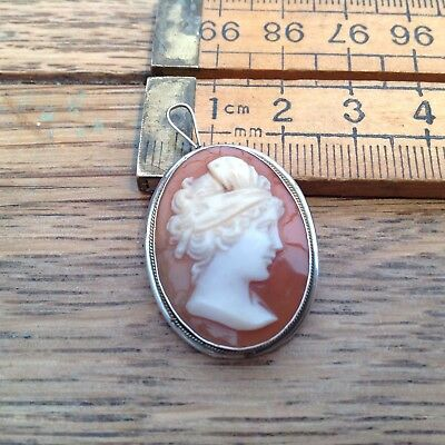 A Pretty Vintage Cameo Brooch With Silver Surround