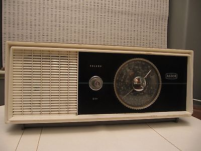 Vintage Astor Model M6D AM Radio - Made In Australia circa 1967