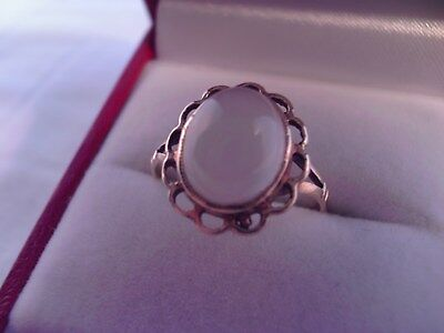 9ct gold moonstone ring.