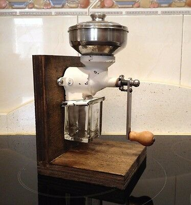 Molino de Cafe de pared o armario, firma F. R. aprx.1920  Antique Coffee Grinder