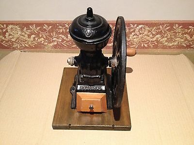 Antiguo Molino de Cafe ,firma Española NACIONAL. Antique Coffee Grinder