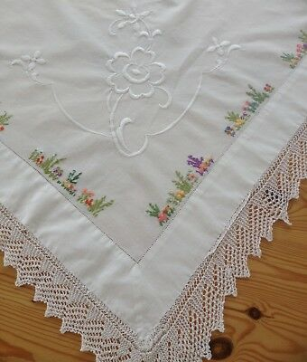 Pretty Vintage Lace Edged Embroidered Tablecloth
