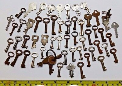 Collection lot of Small Little Tiny Old Antique Vintage Keys Steampunk Jewelry