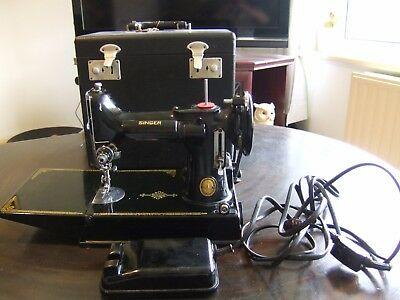 Singer Portable Electric Sewing Machine Featherweight 1952 with Case