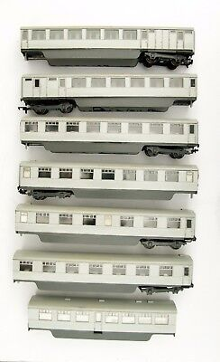 "Kit Built Oo Gauge Rake Of 7 Assorted ""the Silver Jubilee"" Coaches - As Seen"
