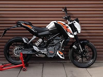KTM Duke 125 ABS. 2015 Only 5479 miles. Nationwide Delivery Available.