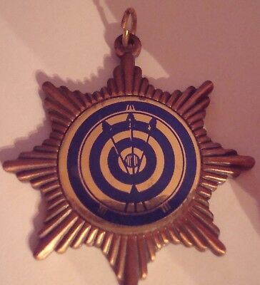 Vintage archery medal with 3 blue arrows and target  metal star