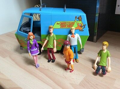 SCOOBY DOO RUMBLE AND RACE ROLL MYSTERY MACHINE VAN SOUND MOVEMENT & Figures
