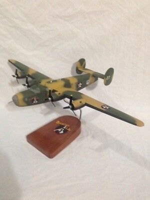 """Commemerative Air Force (CAF) """"Diamond Lil"""" B-24 """"Liberator""""scale model bomber"""