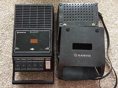 FANTASTIC Vintage SANYO M1530X Portable Cassette TAPE RECORDER WITH CASE Works