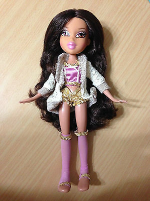 Bratz World Yasmine Room Doll Dressed Clothes Outfit