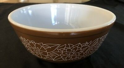 Retro Mixing Bowl - Pyrex/corning Usa - Brown And White In Vg Cond. 2.5Lt