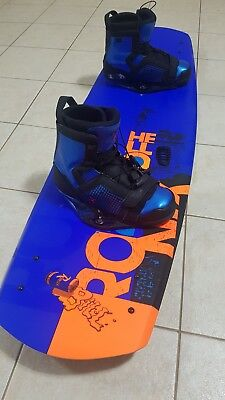142 Ronix Wakeboard with Ronix Closed Toe size 13 Bindings *excellent condition