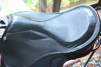 Saddle Treeless Black Saddle Leather And Synthetic Large Seat 18 Inch Fur Lined