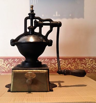 Antiguo Molino de Cafe ,firma Peugeot Freres modelo A1. Antique Coffee Grinder