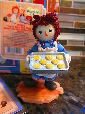 NEW Raggedy Ann w Pan of Cookie Figurine Enesco #709107 Life is What you Make It