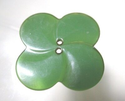 """XL VINTAGE GREEN BAKELITE BUTTON OF A THIN """"CARVED"""" 4-LEAF CLOVER -- tested!!"""