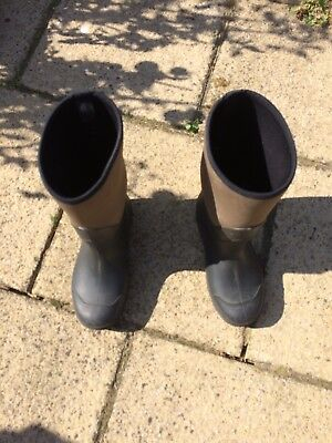 *** NEOPRENE - Waterproof Boots Size 9 ***