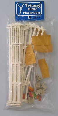 1960's  TRI-ANG MINIC MOTORWAYS / RACING - M1736 - Flags & Fences Pack / Kit