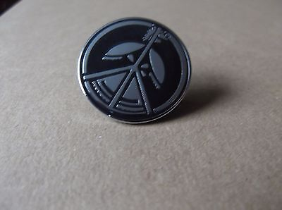 FLUX OF PINK INDIANS anarcho PUNK METAL BADGE very limited edition !