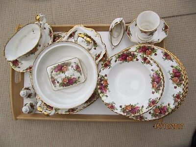 "Royal Albert ""Old Country Roses"" Assorted dinner service"