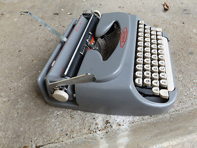 1964 Singer Scholastic,  Holland made,  manual typewriter. Cleaned w/ new ribbon